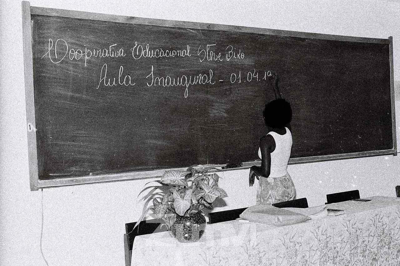 01-afro-fotografia-aula-inaugural-do-instituto-cultural-steve-biko-ano-1993-foto-lazaro- roberto