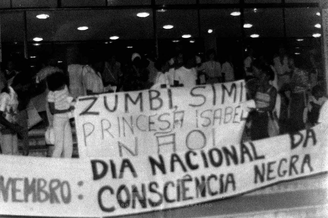 01-afro-fotografia-primeira-marcha-da-consciencia-negra-ano-1980-foto-jonatas-conceicao