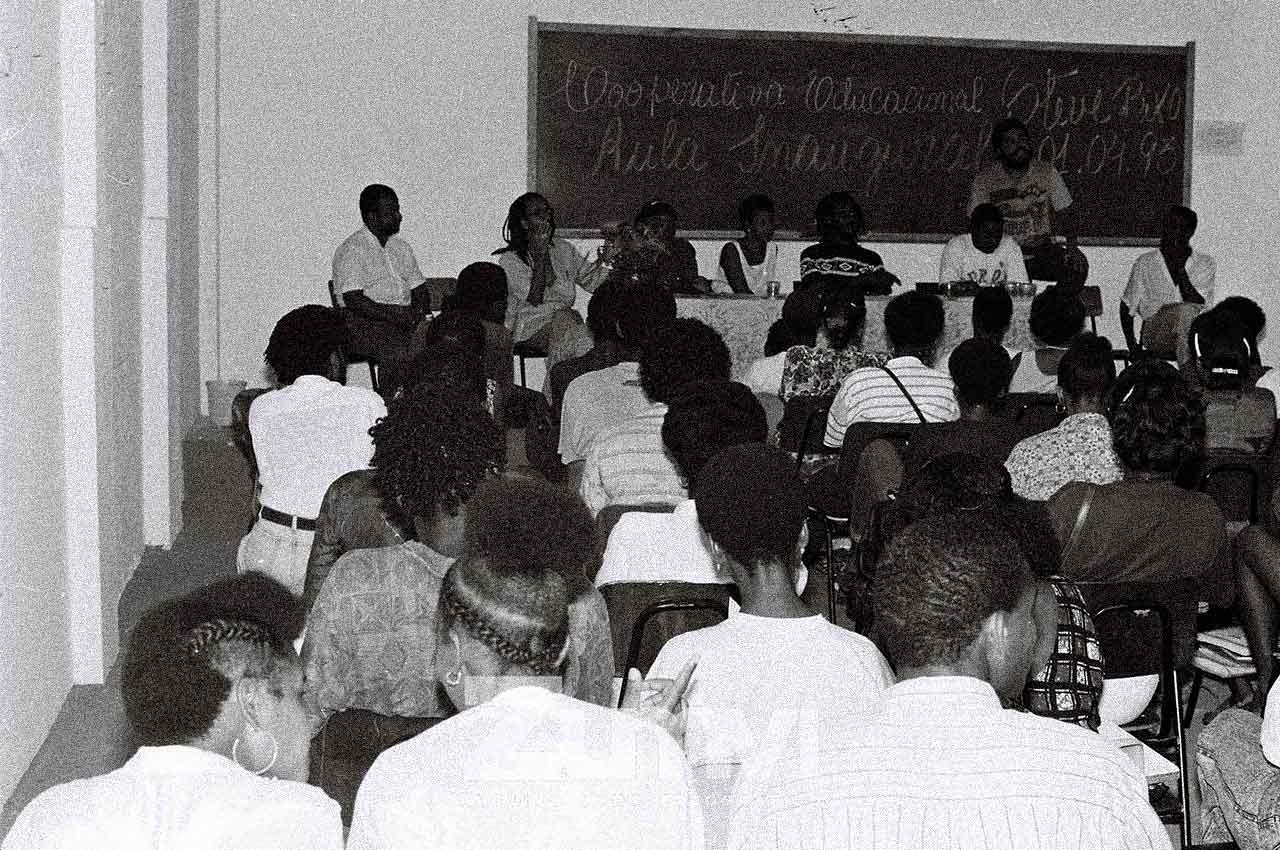 02-afro-fotografia-aula-inaugural-do-instituto-cultural-steve-biko-ano-1993-foto-lazaro- roberto
