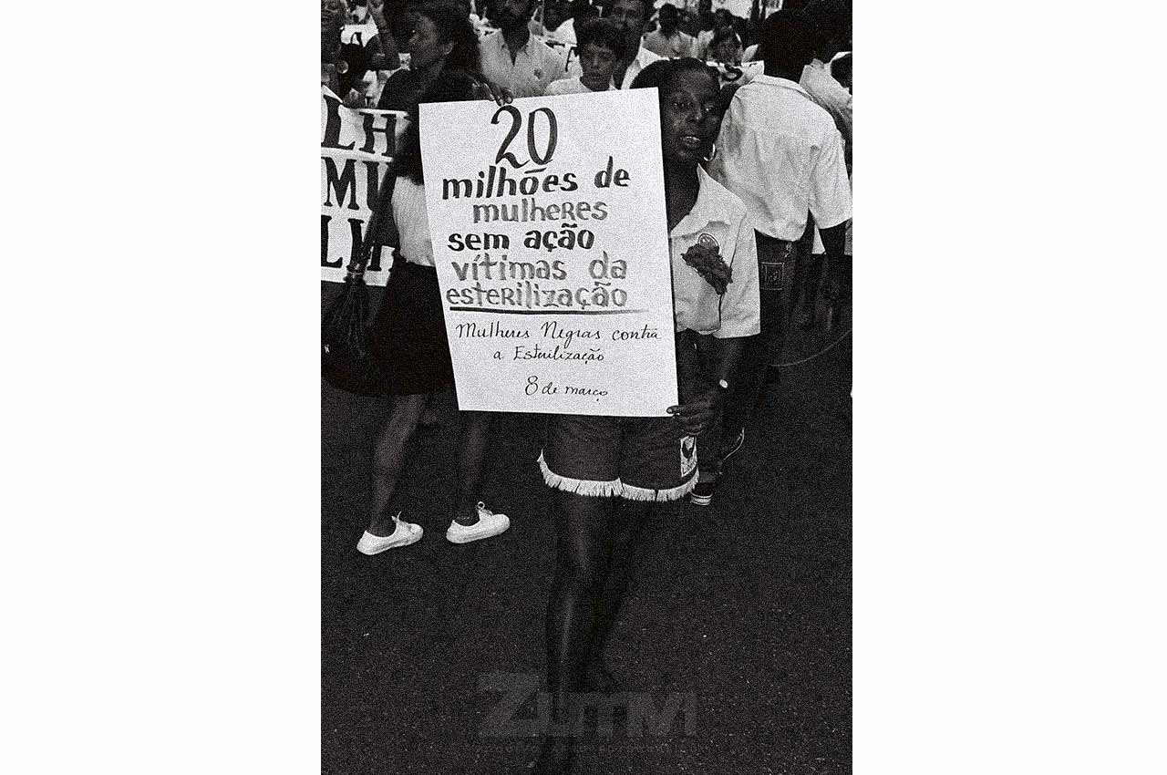 02-afro-fotografia-caminhada-dia-internacional-das-mulheres-ano-1990-foto- jonatas-conceicao