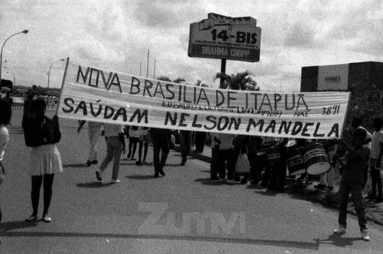 02-afro-fotografia-recepcao-no-aeroporto-2-de-julho-para-nelson-mandela-na-bahia.-ano-1991-foto-lazaro-roberto