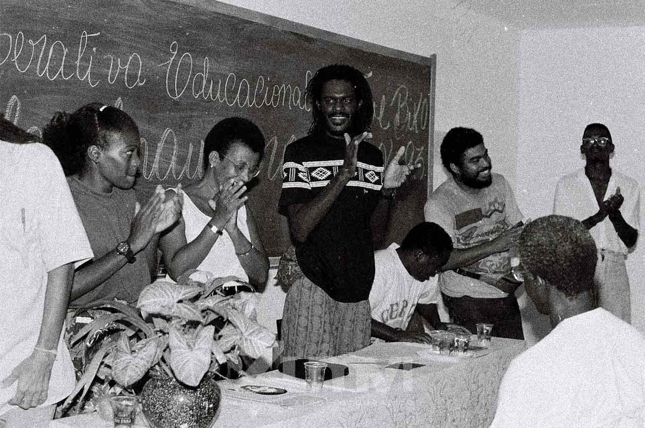 03-afro-fotografia-aula-inaugural-do-instituto-cultural-steve-biko-ano-1993-foto-lazaro- roberto