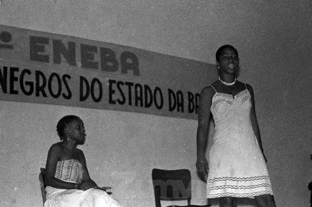 03-afro-fotografia-grupo-de-mulhers-do-m-n-u-ano-1982-foto-jonatas-conceicao