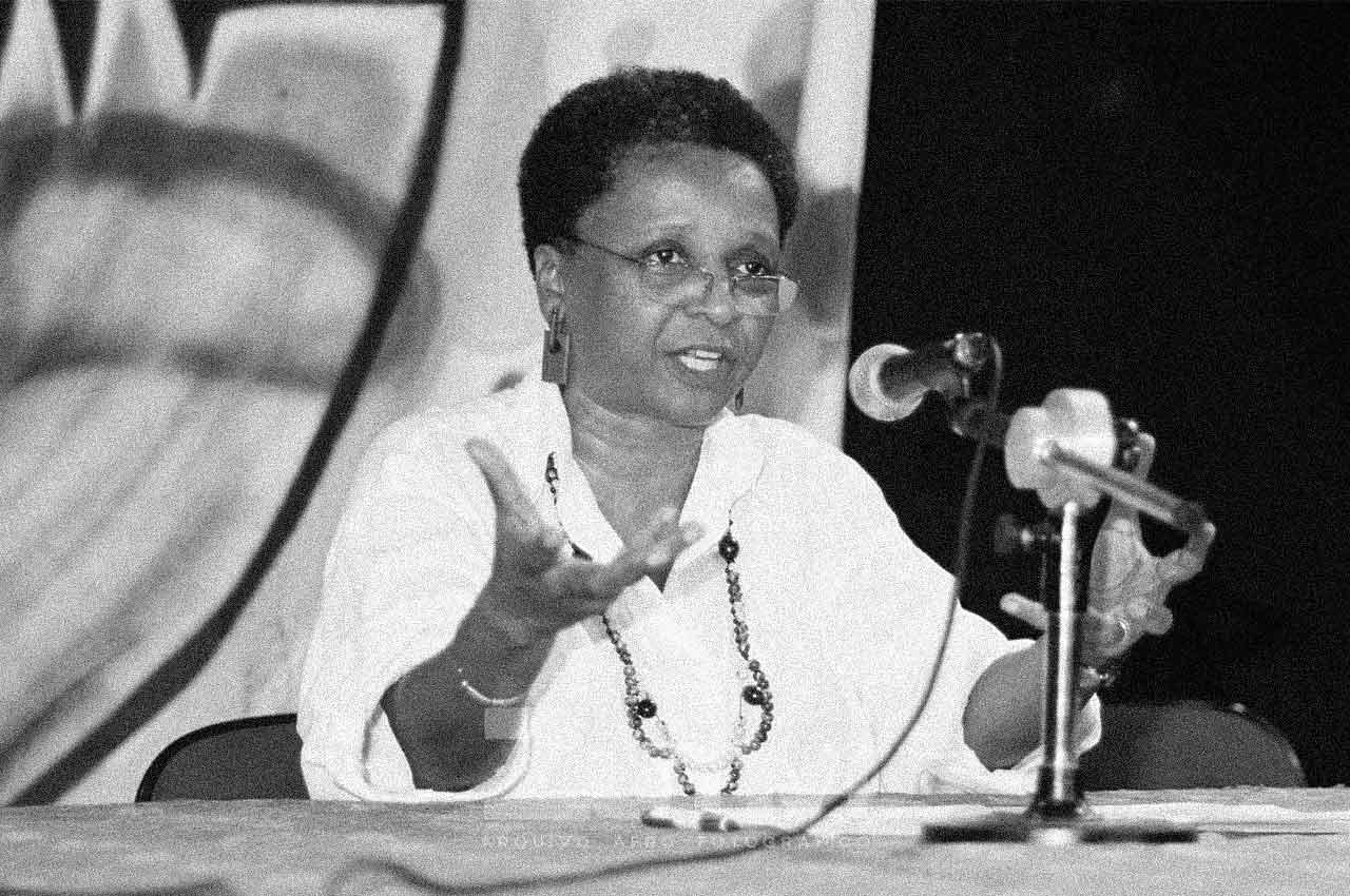 04-afro-fotografia-luiza-bairro-sociologa-e-militante-do-mnu-faleceu-em-12-de-julho-de-2016