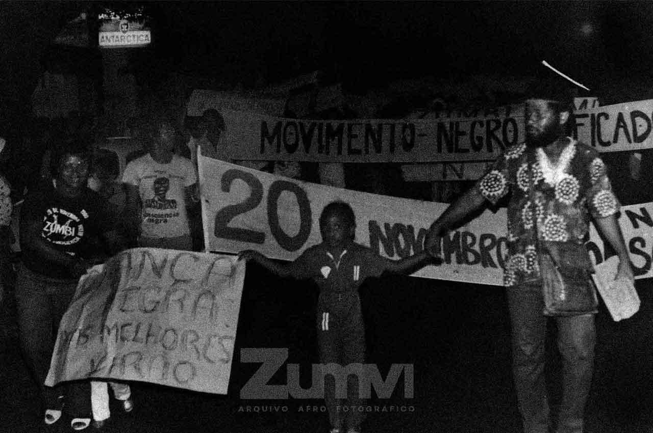 04-afro-fotografia-primeira-marcha-da-cnsciencia-negra-ano-1980-foto-jonatas-conceicao