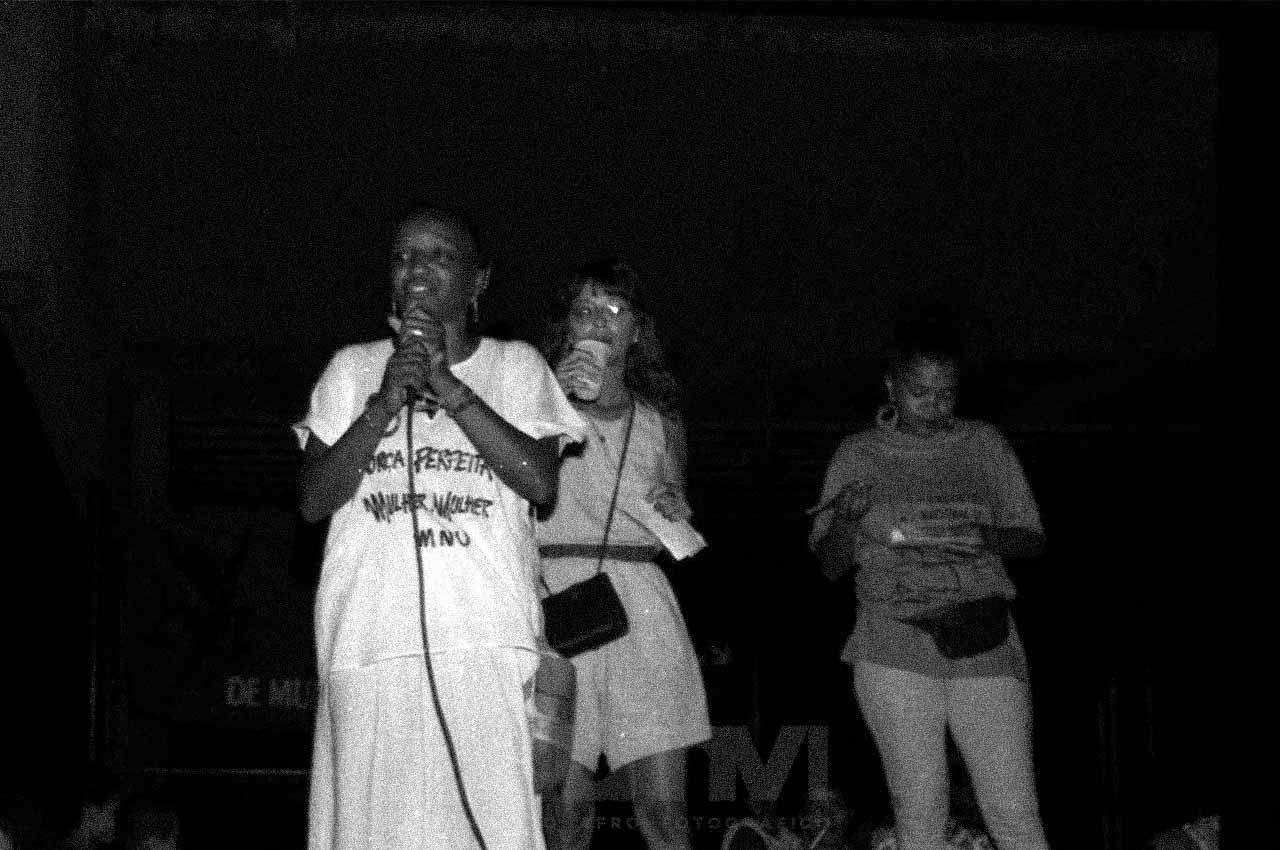 05-afro-fotografia-ato-contra-o-treze-de-maio-na-praça-nelson-mandela-no-bairro-da-Liberdade-ano-1992-foto-lazaro- roberto