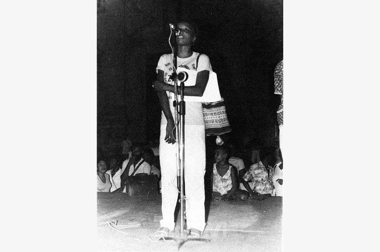 05-afro-fotografia-primeira-marcha-da-consciencia-negra-ano-1980-foto-jonatas-conceicao