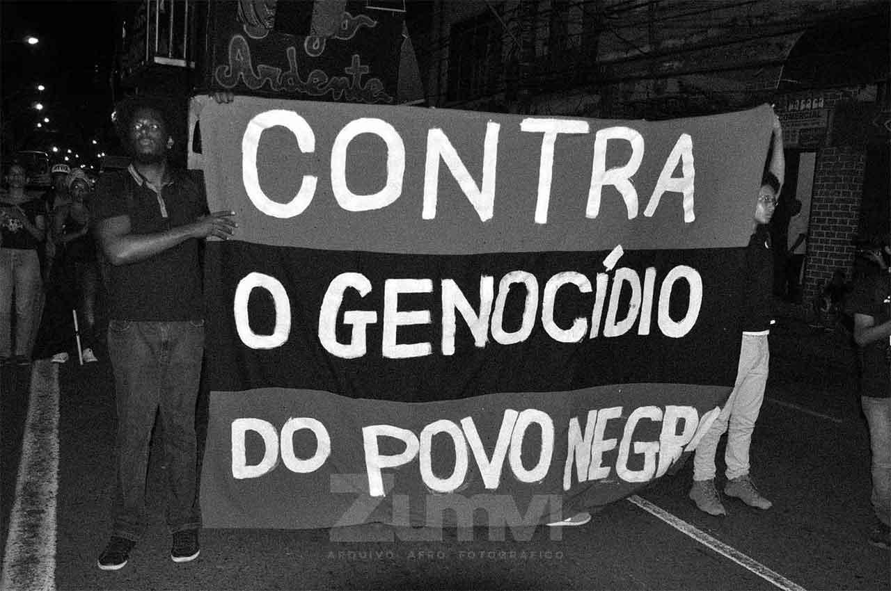 07-afro-fotografia-manifestação-contra-o-genocidio-no-suburbio.-ano-2015-Foto-lazaro roberto