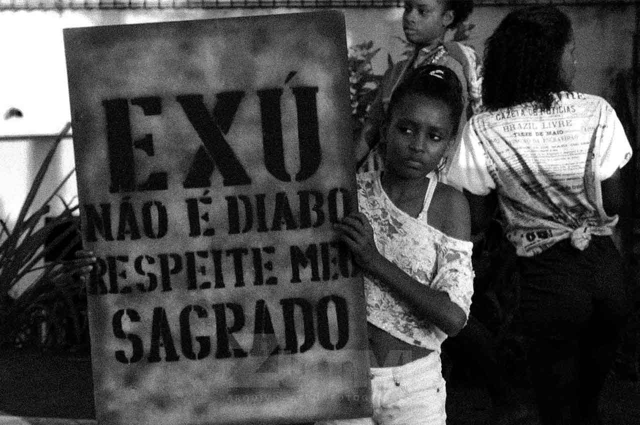 09-afro-fotografia-manifestacao-do-povo-de-santo-contra-intolerancia-religiosa-ano-2019-foto-lazaro- roberto