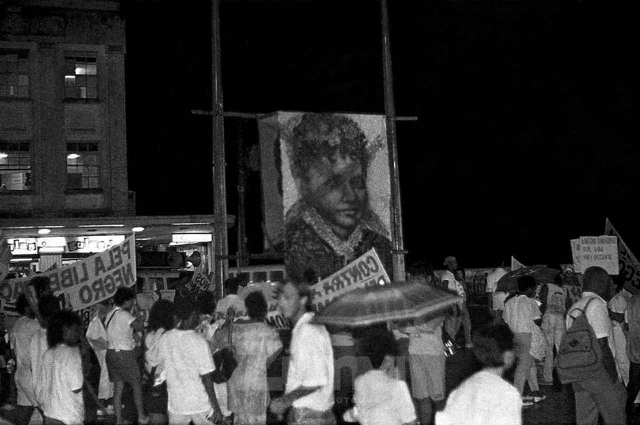 11-afro-fotorafia-passeata-contra-a-farsa-da-abolicao-no-brasil-praca-municipal-foto-jonatas-conceicao-ano-1988