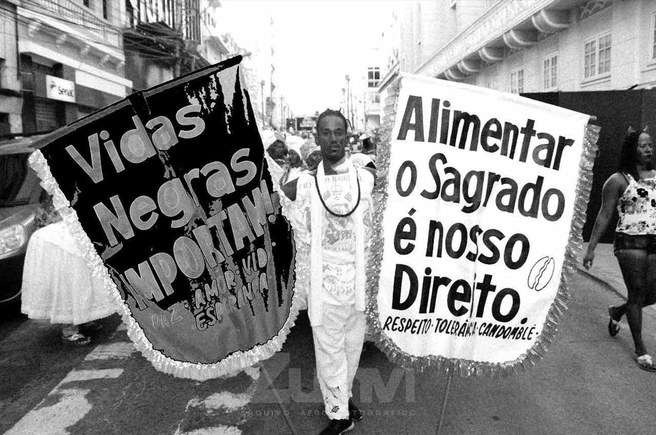 12-afro-fotografia-manifestação-contra-genocídio-no-afoxe-kori-efan-ano-2019-foto. lazaro roberto