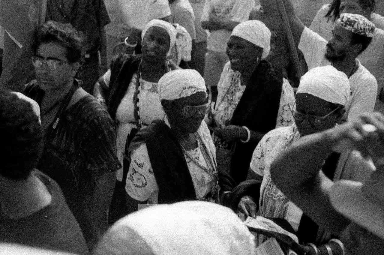14-afro-fotografia-irmandade-da-boa-morte-marcando-presença-para-receber-nelson-mandela-ano-1991-foto-lazaro- roberto