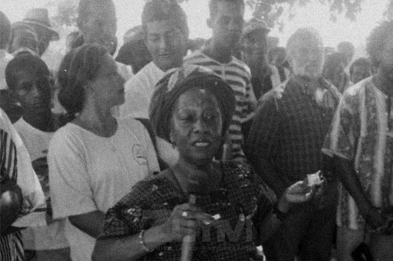 15-afro-fotografia-a-saudosa-macota-valdina-presente-no-quilombo-rio-das-ras-ano-1999-foto-lazaro- roberto