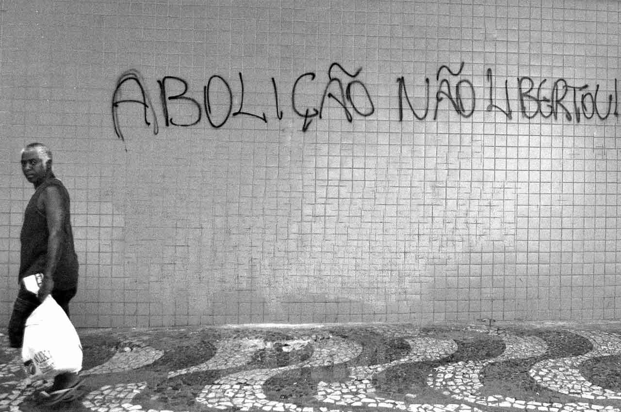 17-afro_fotografia-pixacao-contra-o-13-de-maio-no-bairro-do-comercio-ano-2015-foto-lazaro-roberto