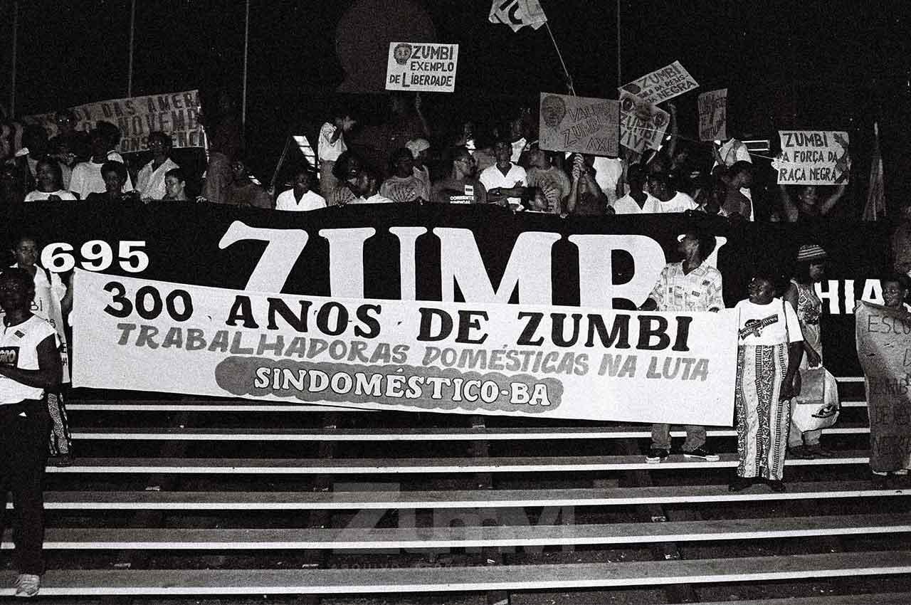 20-afro-fotografia-caminhada-em-homenagem-aos-300-anos-de-zumb.-ano-1995-oto. Lázaro Roberto